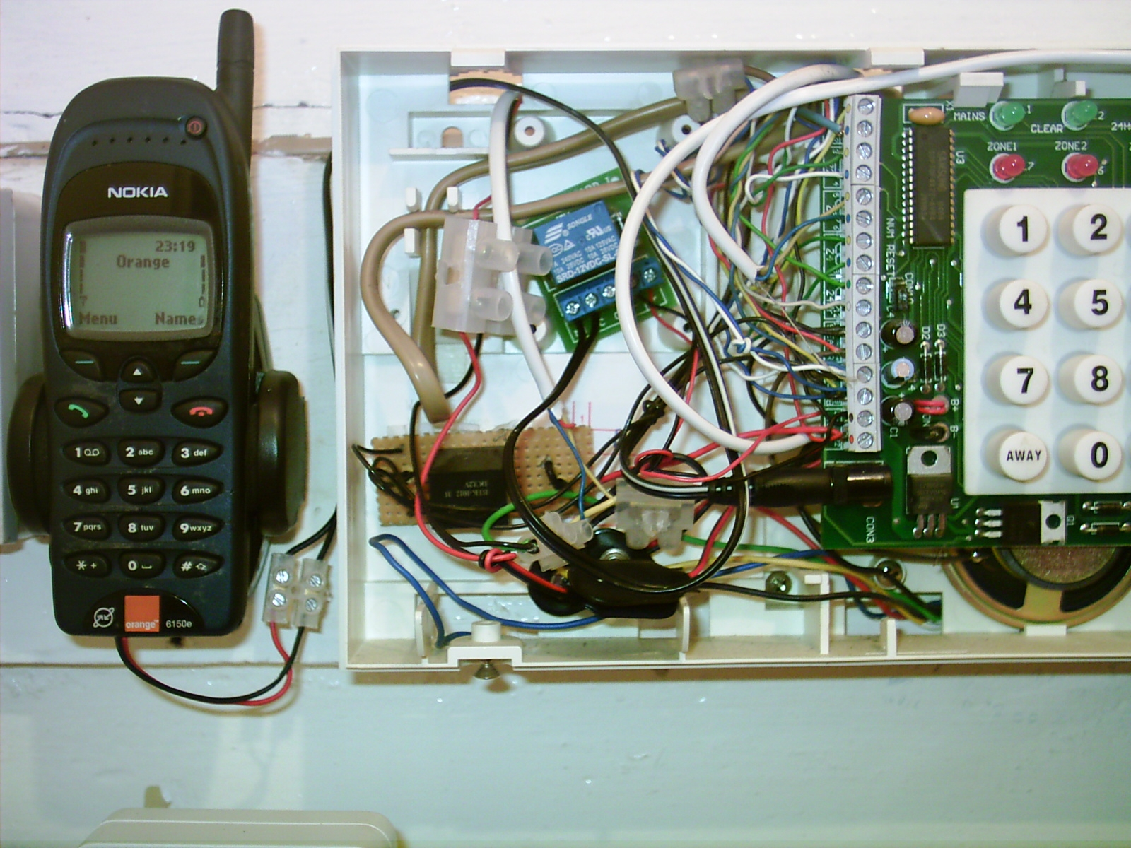 Cell alarm inside box welcome to this page on how to modify a old cell phone to work,Home Alarm Box Wiring